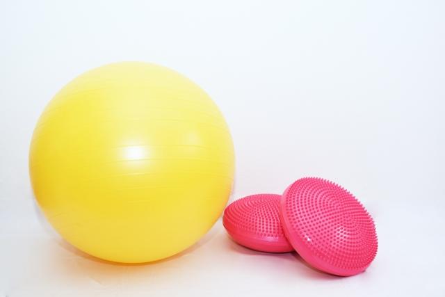 お家で簡単バランスボールでエクササイズ